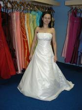 třetí šaty..