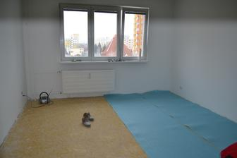 Sobota 12:40 - obývačka . . . toto bolo tesne po tom, ako sme sa nasťahovali ... potrebovali sme pred Vianocami zútulniť aspoň obývačku ...