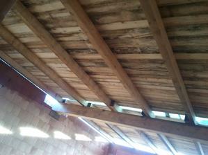 budem to pak muset hodně sušit...i zdi jsou do půlky mokrý:-( ..to je tak když se nestihne střecha