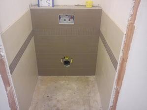 první záchod hotov