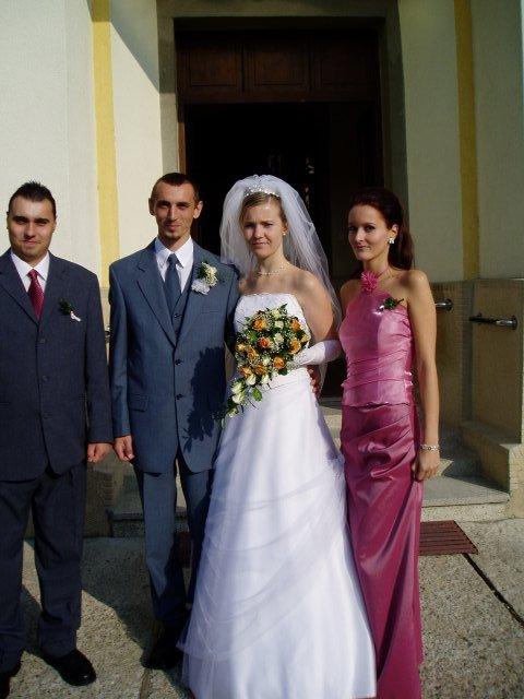 Eva Tóthová{{_AND_}}Miroslav Straka - pred kostolom....