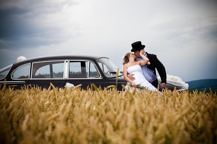 Markétka{{_AND_}}Peťánek - Můj manžel + Tatra 603 + pole s obilým + má maličkost = velké štěstí