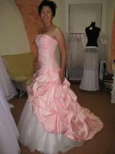 Nebo že by si nevěsta vybrala růžovou?