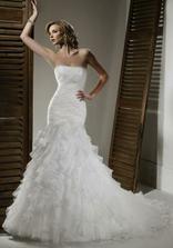 Krásne šaty na dokonalej postave, model NOVA