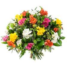 Tahle je taky krásná, frézie nádherně voní a jsou to mé nejoblíbenější kytky, ale ta první stejně asi vede... ;-)