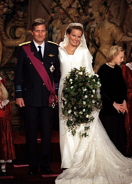 Kráľovské svadby - Princ Philippe z belgicka + Mathilde Marie Christiane Ghislaine d'Udekem d'Acoz / 4.  December 1999 ... šaty: Edward Vermёlen pre Natan
