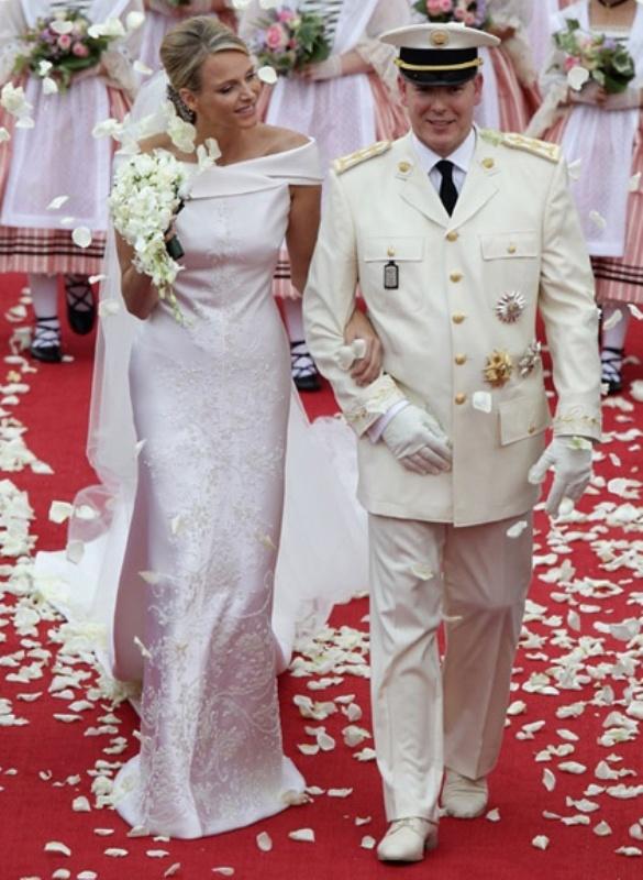 Kráľovské svadby - Knieža albert z monaka + charlene Wittstock / 2. Júl 2011 ... šaty: Giorgio Armani