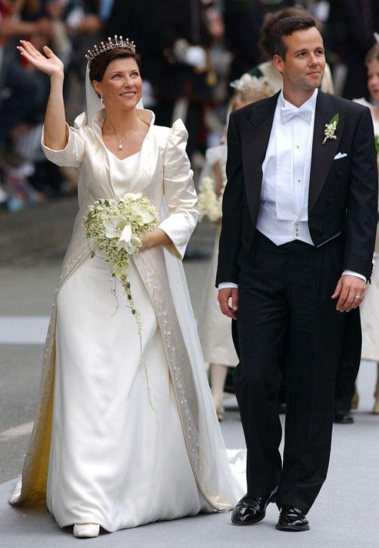 Kráľovské svadby - Princezná Martha Louise z nórska + Ari Behn / 2002 ... šaty: Wenche Lyche