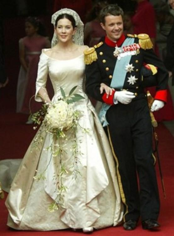 Kráľovské svadby - Princ Frederik z Dánska + Mary Donaldson / 14. Máj 2004 ... šaty: Uffe Frank