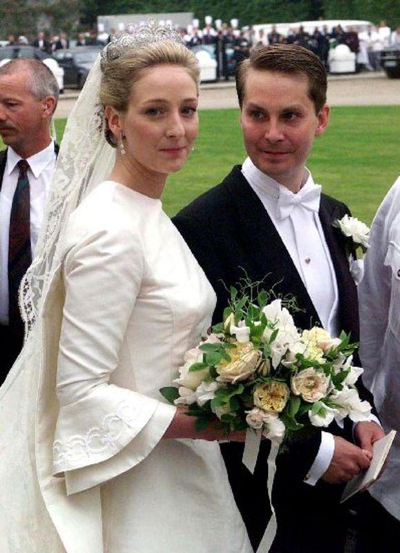 Kráľovské svadby - Princezná Alexandra zo Sayn-Wittgenstein-Berleburg + gróf Jefferson von Pfeil und Klein - Ellguth / 06.06.1998