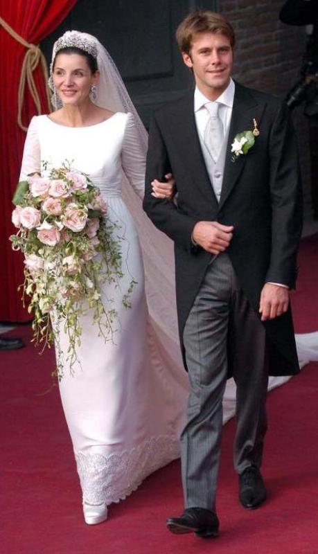 Kráľovské svadby - Princ Emanuele Filiberto Savoy z talianska + Clotilde Courau / 2003 ... šaty: valentino