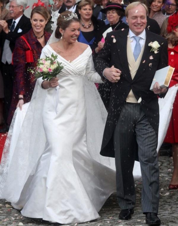 Kráľovské svadby - Princ Carlos, vojvoda de Bourbon de Parme + Annemarie van Weezel / 20. novembra 2010 ... šaty: acques Devos a Pamela Hoffman