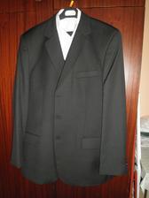 ...miláčkov krásny oblek :-)...škoda, že nie je dobre vidieť aj to prešívanie, je nádherné :-)...