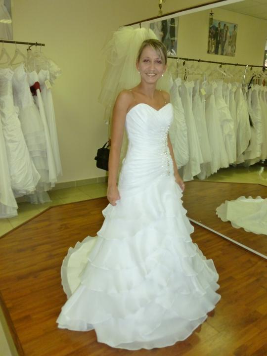 ....svadobné :-) ....ale ktoré? - Týmto dosť fandím,....len sú biele, a ja by som rada ivory