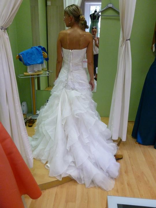....svadobné :-) ....ale ktoré? - ...len keby tak krásne nevyzerala keď je vypnutá :-)