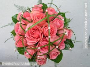 Kulate kyticky jsou moc hezke...miluju ruze :-)