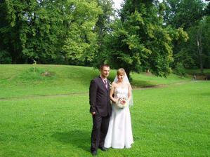 my dva v zahradě zámku Hrubý Rohozec