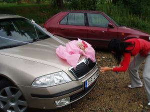 zdobení autíčka pro nevěstu