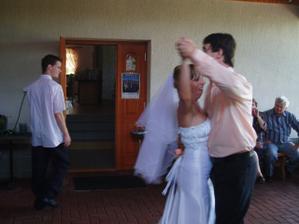tančíííím a pot mi ztéká do kalhot... :-D