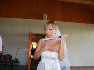 """""""šílená nevěsta""""? nene, jen krájení dortu"""