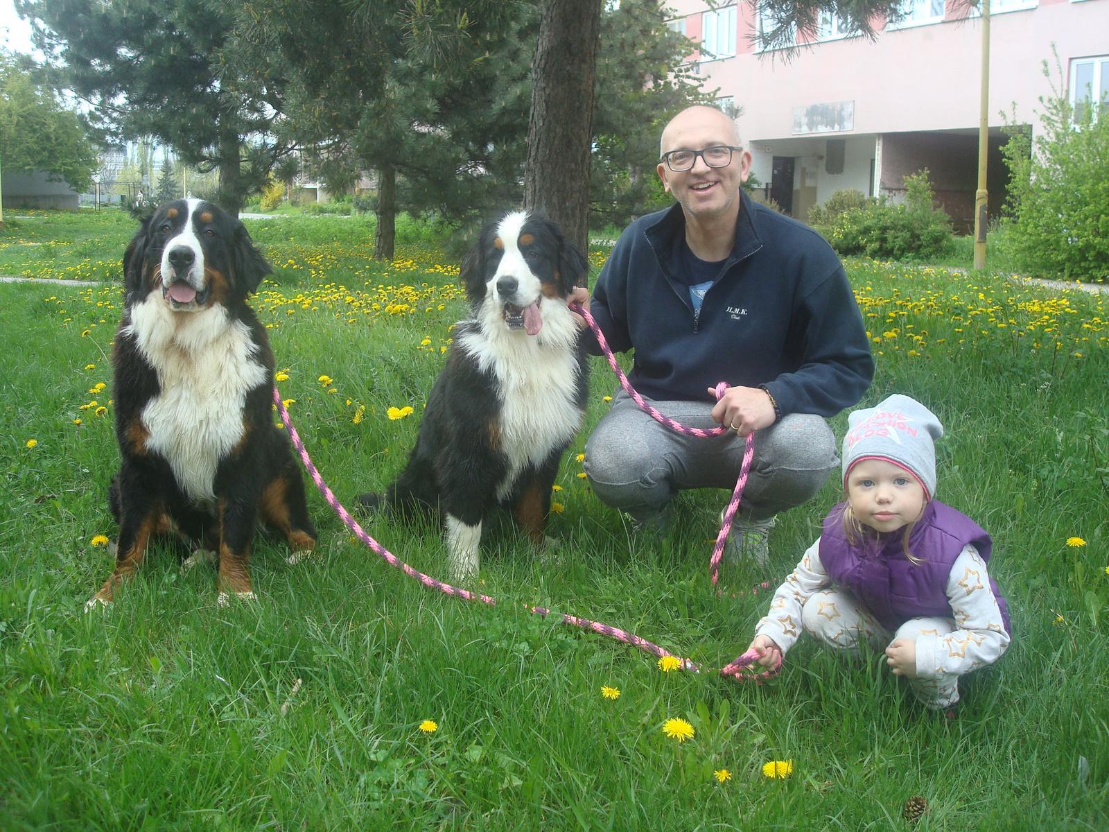 Nas zverinec - dve fenky,jeden pes a dvaja kocurikovia - moje lasky