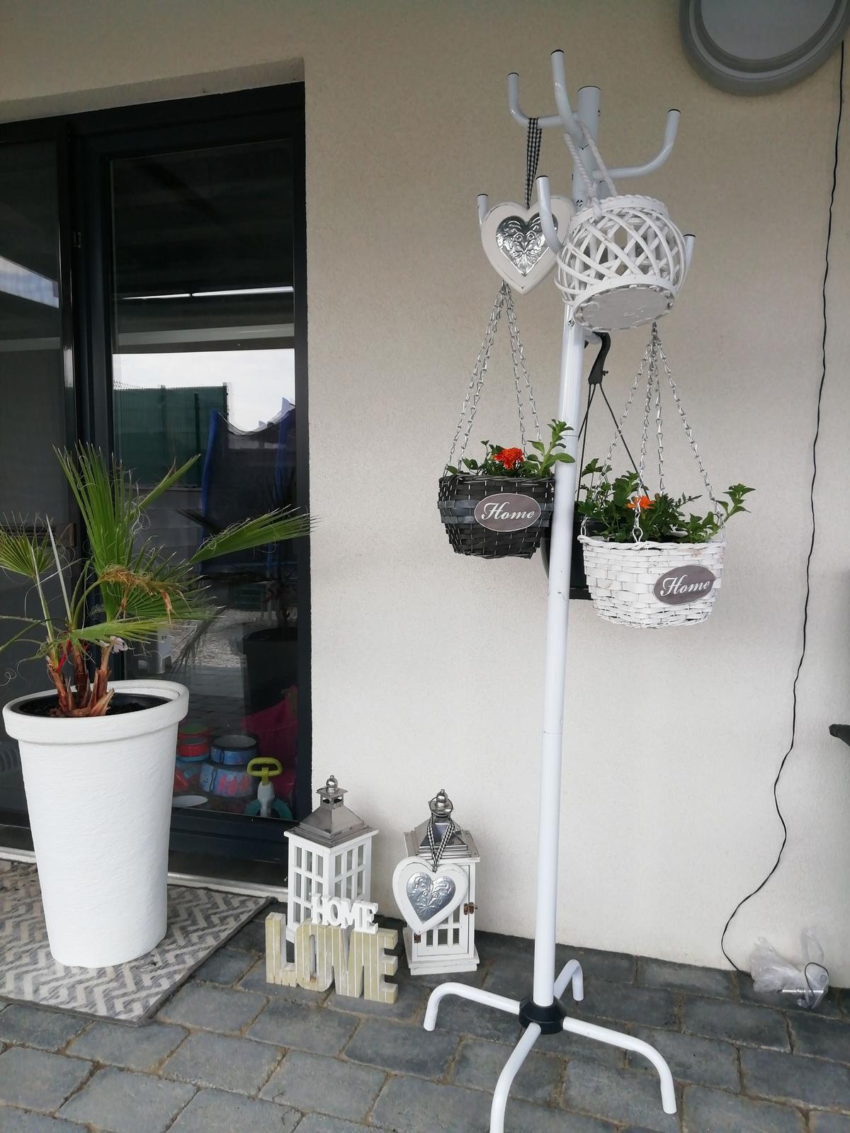 Záhradka 2019/20 bývame 4 a 5 rok :-) - Troška dekorácie