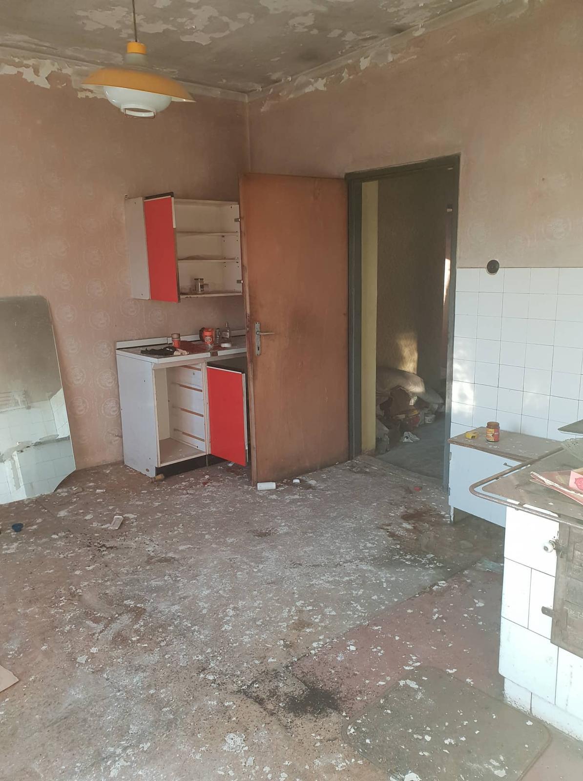 Rekonštrukcia domu-alebo chceme si splniť sen =》🏠🌻🌼🐶  mat domcek a vratit sa na Slovensko - pohlad z komory a dvere do chodby