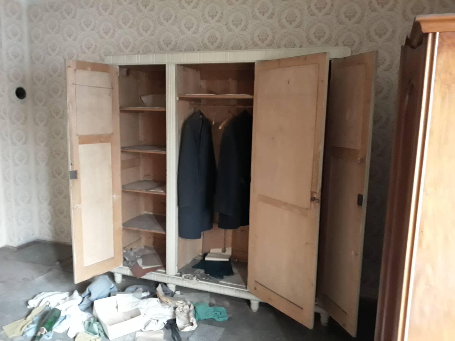 Rekonštrukcia domu-alebo chceme si splniť sen =》🏠🌻🌼🐶  mat domcek a vratit sa na Slovensko - izba c.2 tu planujeme obyvacku ..ak statik povie, ze je vsetko OK a projektant navrhne ako chce budeme mat spojenu obyvacku s kuchynou