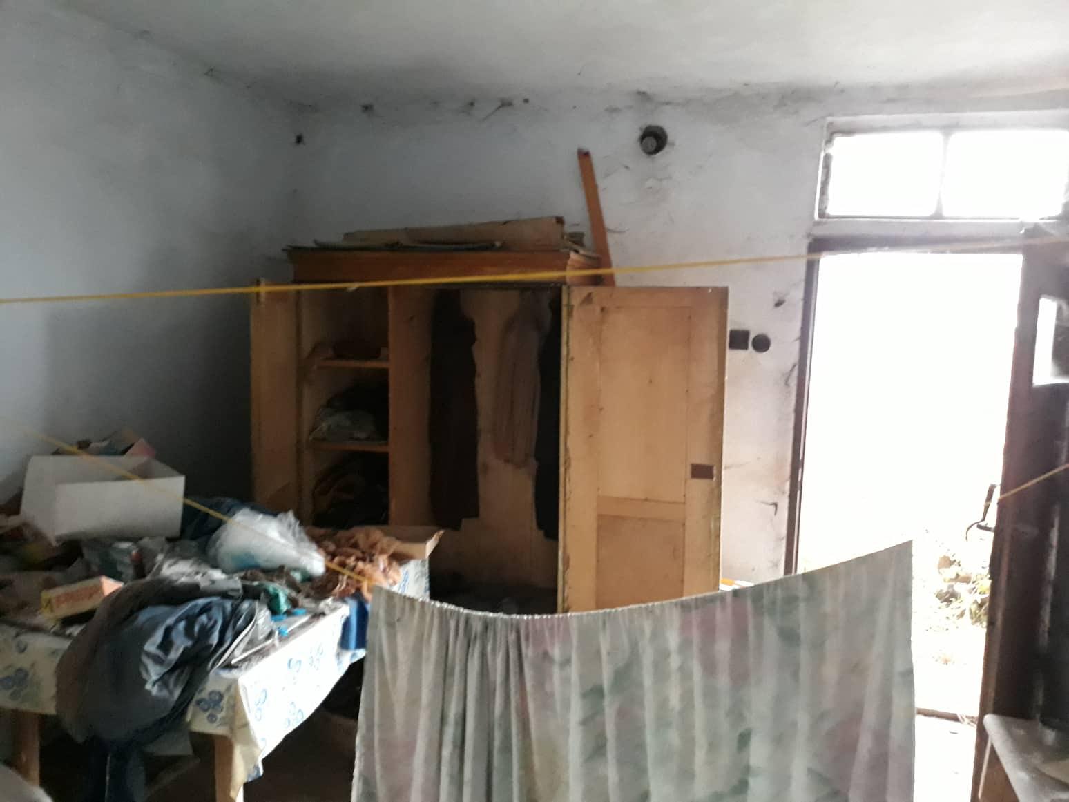 Rekonštrukcia domu-alebo chceme si splniť sen =》🏠🌻🌼🐶  mat domcek a vratit sa na Slovensko - pohlad na dvere v letnej kuchyni