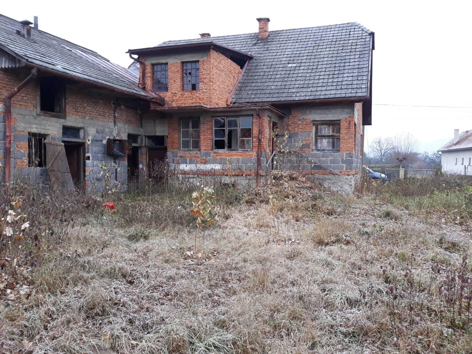 Rekonštrukcia domu-alebo chceme si splniť sen =》🏠🌻🌼🐶  mat domcek a vratit sa na Slovensko - pohlad z dvora na dom a na pristavbu