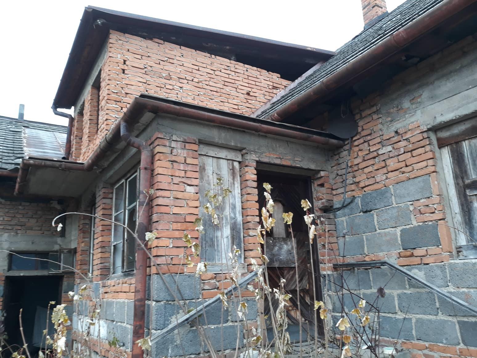 Rekonštrukcia domu-alebo chceme si splniť sen =》🏠🌻🌼🐶  mat domcek a vratit sa na Slovensko - vchod do ... :-D ... o par mesiacov napisem, ze do domu, lebo to je fakt len bordel :-p...