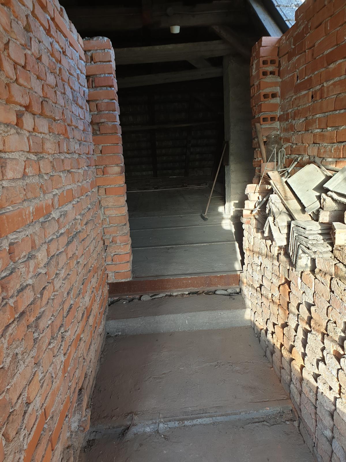 Rekonštrukcia domu-alebo chceme si splniť sen =》🏠🌻🌼🐶  mat domcek a vratit sa na Slovensko - a sme na poschodi