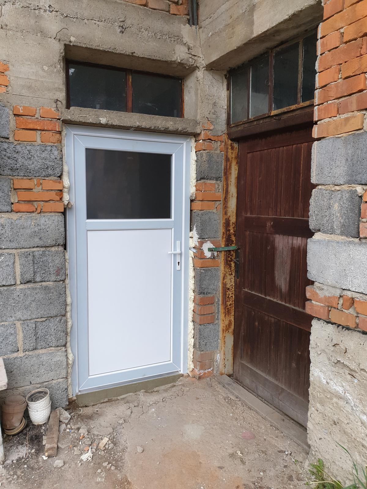 Rekonštrukcia domu-alebo chceme si splniť sen =》🏠🌻🌼🐶  mat domcek a vratit sa na Slovensko - este nie hotove :-) chybala purpena ...