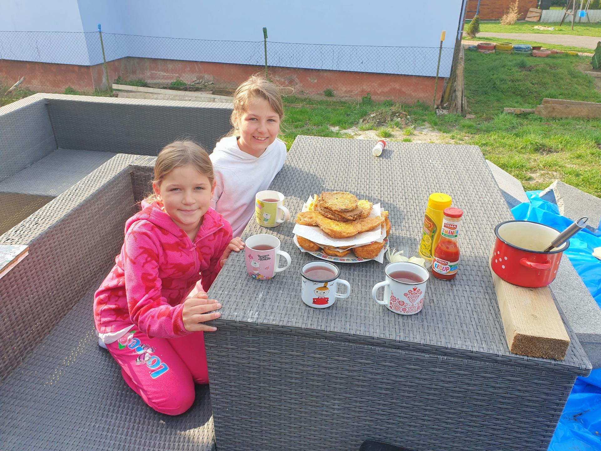 Rekonštrukcia domu-alebo chceme si splniť sen =》🏠🌻🌼🐶  mat domcek a vratit sa na Slovensko - Raňajky na terase🤤🌞🥰