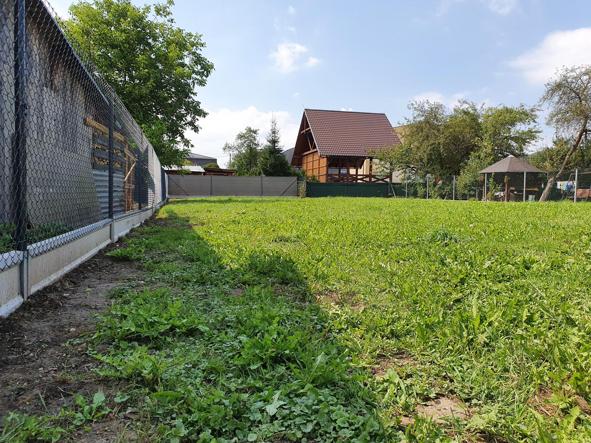Rekonštrukcia domu-alebo chceme si splniť sen =》🏠🌻🌼🐶  mat domcek a vratit sa na Slovensko - novy plot od suseda :-)