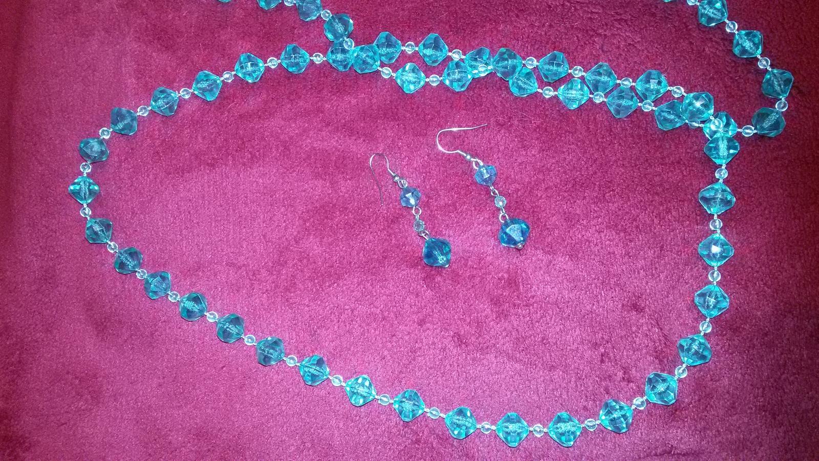 Korálkovy náhrdelník a nausnice - Obrázok č. 1