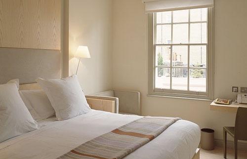 Moje milovane bungalovy - zariadenie, pôdorysy, rozloženie... - Velke okno v spalni