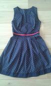 Tmavomodre šaty, 36