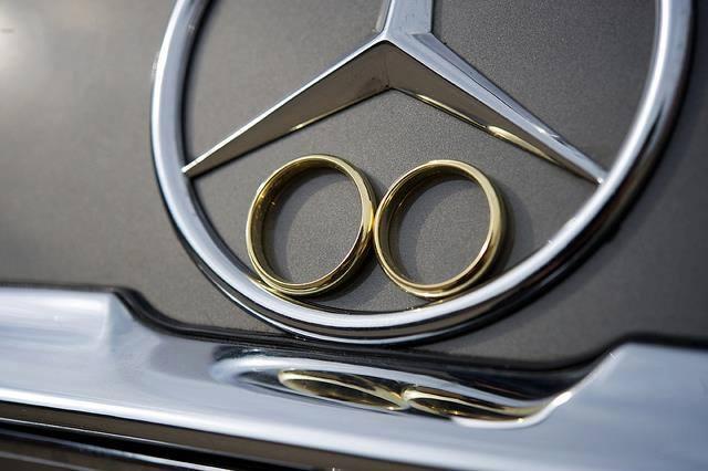 Naše svadobné auto - Mercedes Benz W115 - Obrázok č. 1