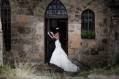 Svatební šaty s vlečkou zdobené kamínky 36-38, 36