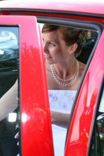 nevěsta v autíčku