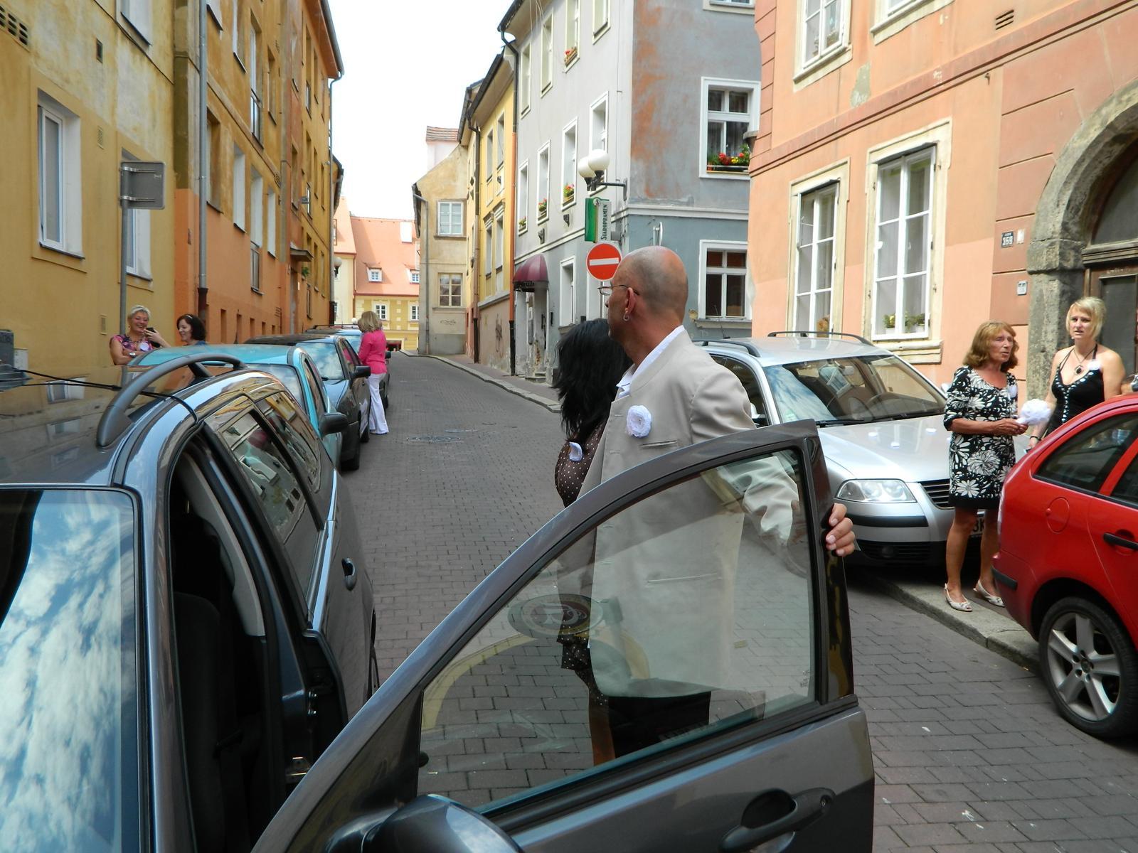 Lucie Finkeová{{_AND_}}Miroslav - Parkovalo se všude :)