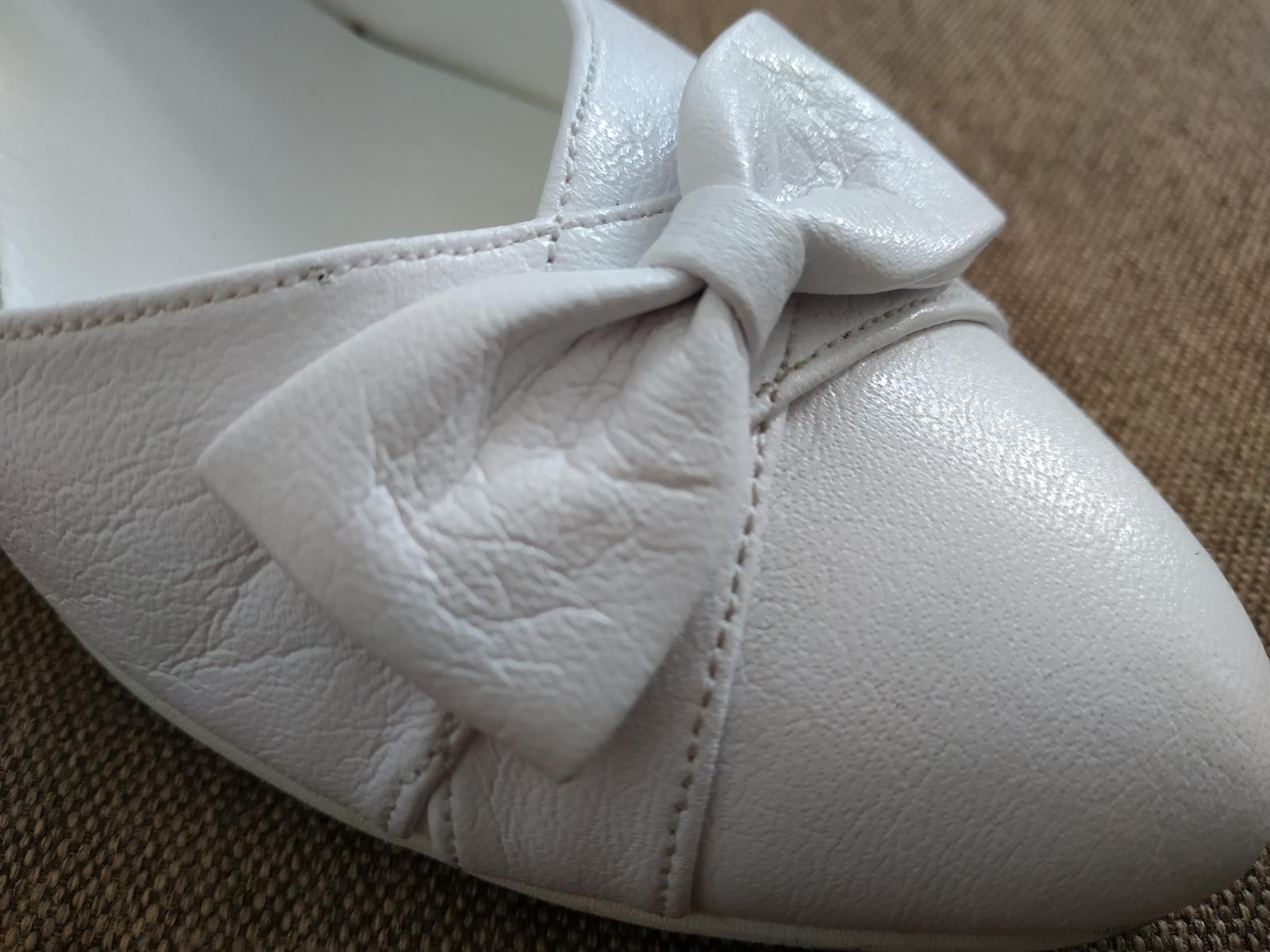 Svadobné biele topanky - Obrázok č. 2