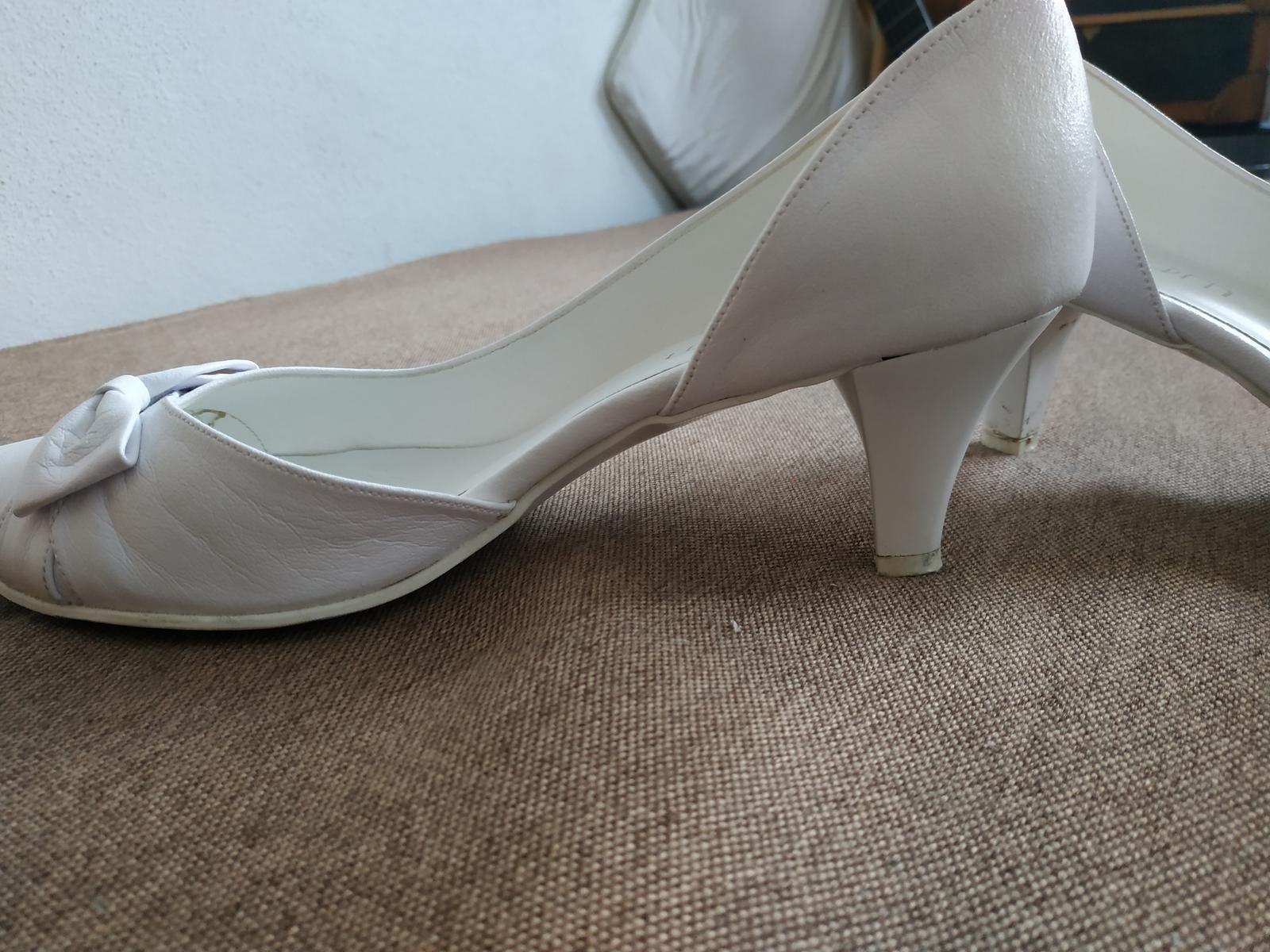 Svadobné biele topanky - Obrázok č. 3