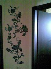 detail na nalepkovu dekoraciu v chodbe
