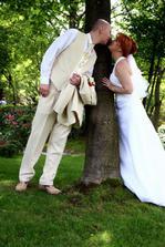 To je ženichův oblek..Omlovám se za ukradení fotky :-)