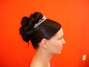 Omluvte kvalitu nevěsty, jsem nenamalovaná. Pry jsem Jak anglická královna na poštovní známce :-)