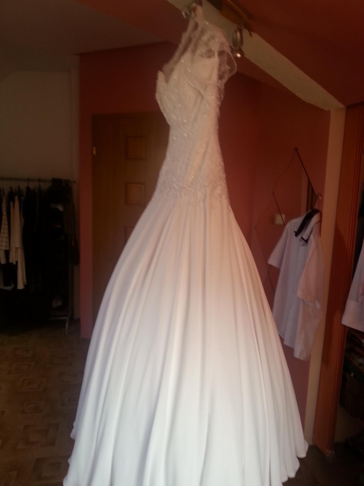 Krajkové svatební šaty šité na míru - Obrázek č. 2