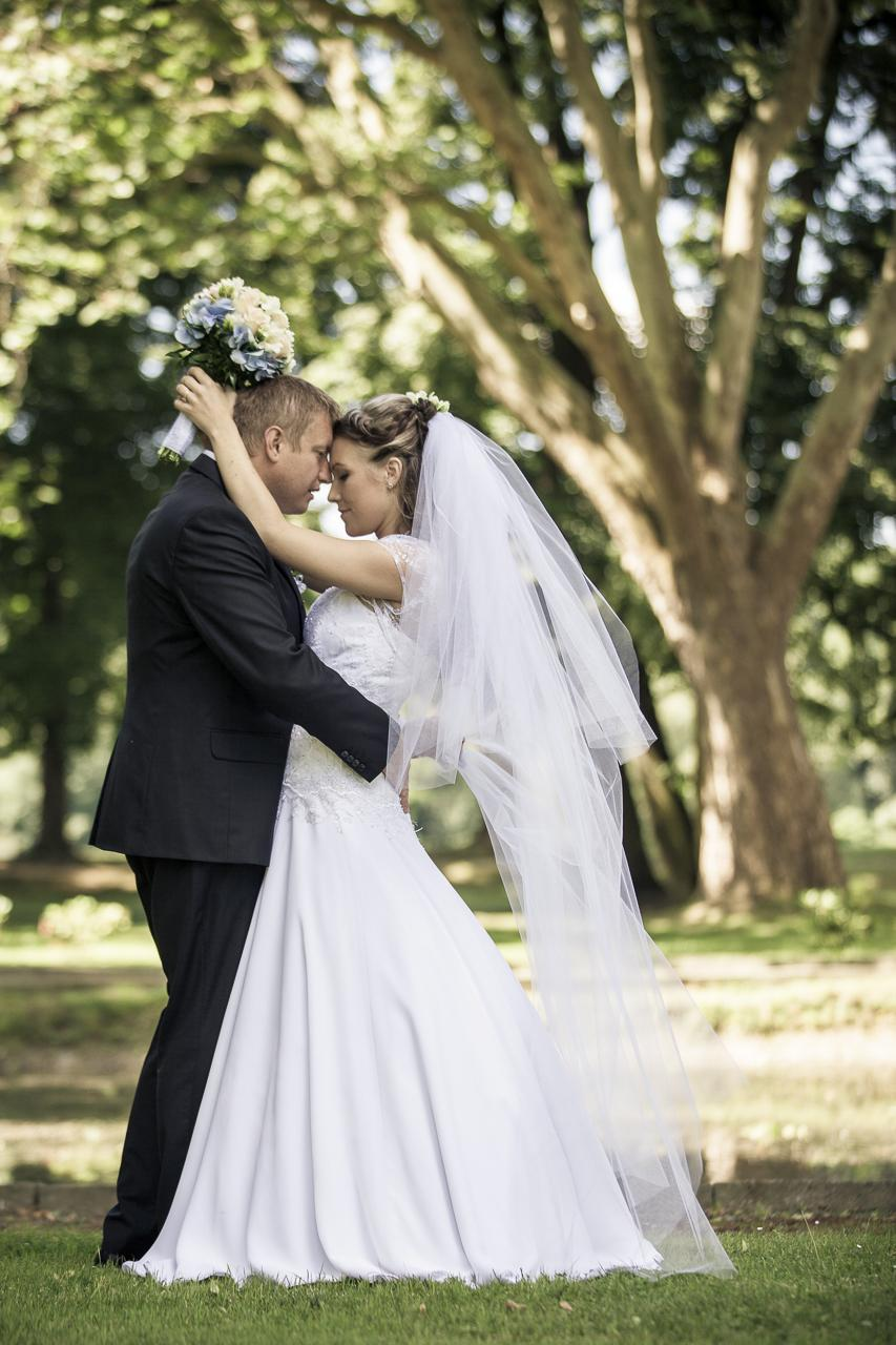 Krajkové svatební šaty šité na míru - Obrázek č. 3