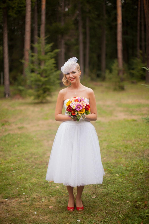 peter_a_lucia - Krátke svadobné šaty, ktorých vrchná vrstva je puntíkový tyl